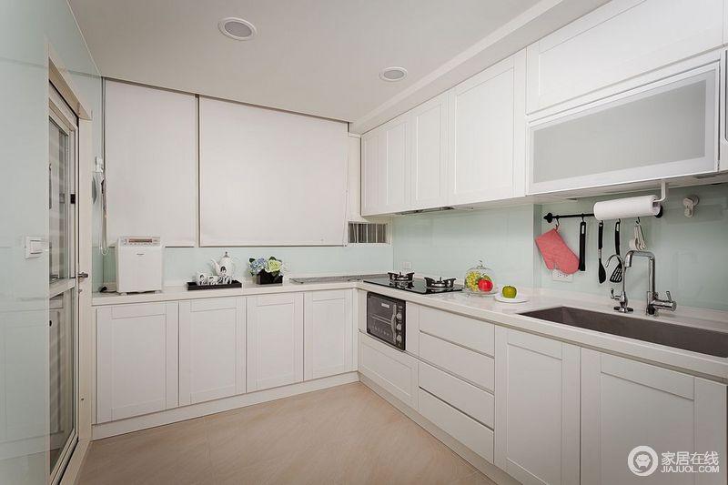 小户型简约厨房装修效果图