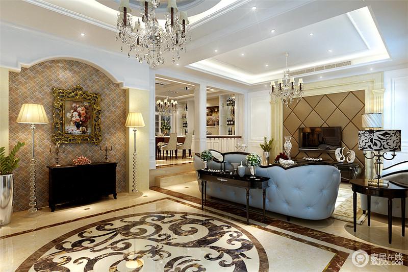 玄关背景墙利用拱形门造型,花格纹壁纸,欧式装饰画及落地灯,营造出