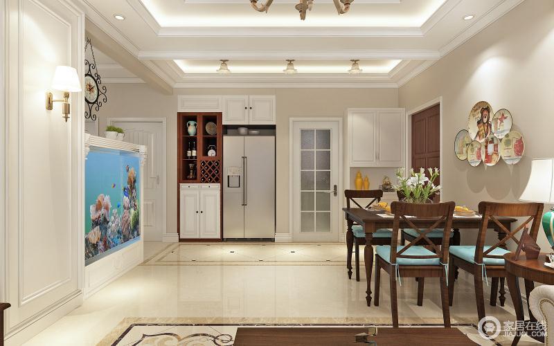 餐厅开放式的设计因为吊顶和动线设计更显规整,米色漆粉刷得墙面与