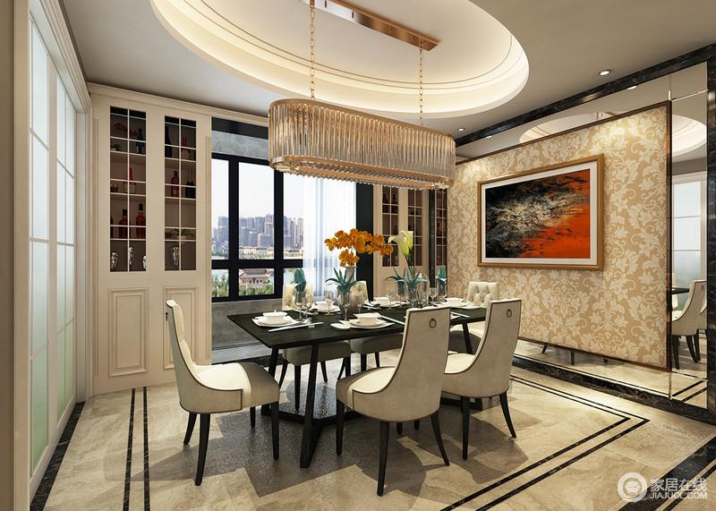 餐厅结构方正,椭圆形吊顶因为金属水晶灯尽显贵气;白色收纳柜嵌入墙体