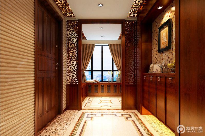 玄关处以实木收纳柜和中式祥云的窗棂设计来体现隔断结构,层次清晰和