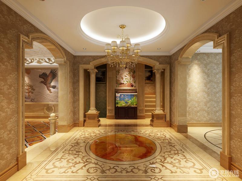 玄关以气势的罗马柱造型设计,拱形门厅带着浓烈的西方