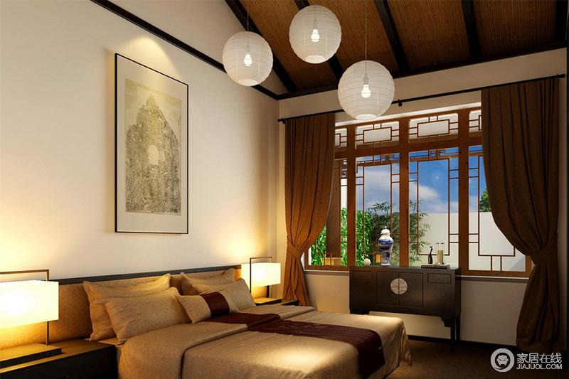 中式窗棂将室外庭院风景衔接于室内,圆形吊灯将朦胧之