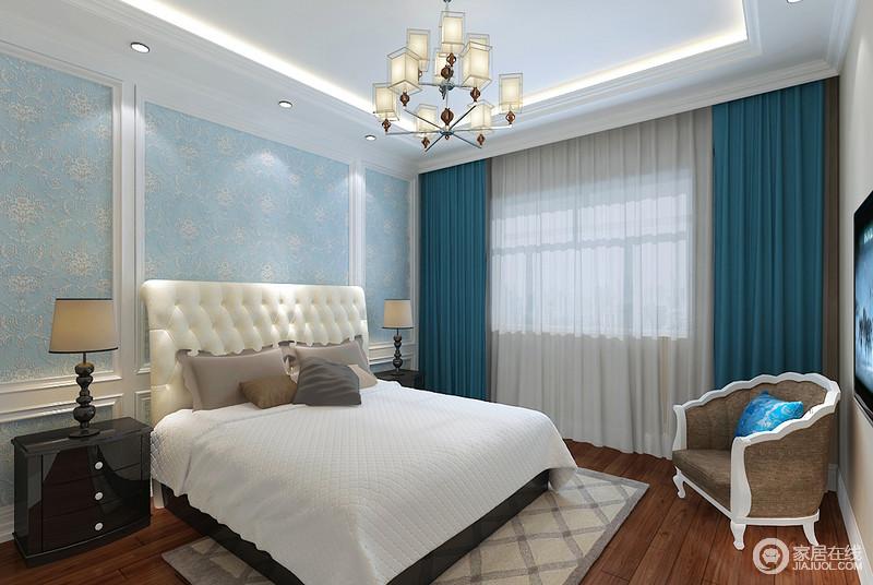 卧室延续了轻盈浪漫的氛围,浅蓝色背景墙上欧式印花柔美亲和,与湖蓝色