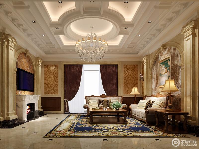 圆形吊顶搭配拱形背景墙装饰,对称罗马柱以及华丽的吊灯,以欧式线条勾
