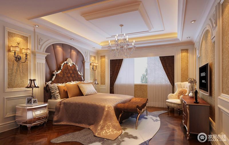 精心布置的卧室空间弥漫着奢华的味道,罗马柱拱门圆扇图片