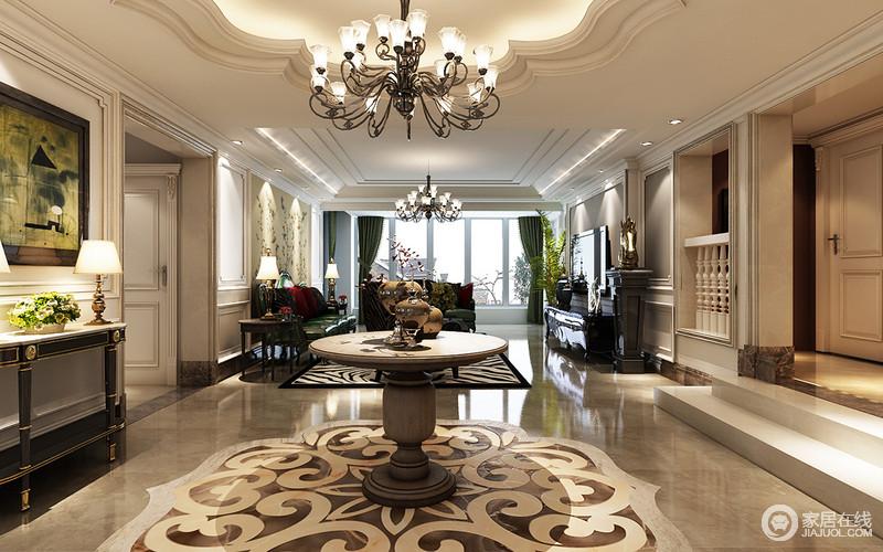 门厅以花型吊顶,吊灯彰显豪华,考究的圆几和拼花地砖带着浓郁地欧式