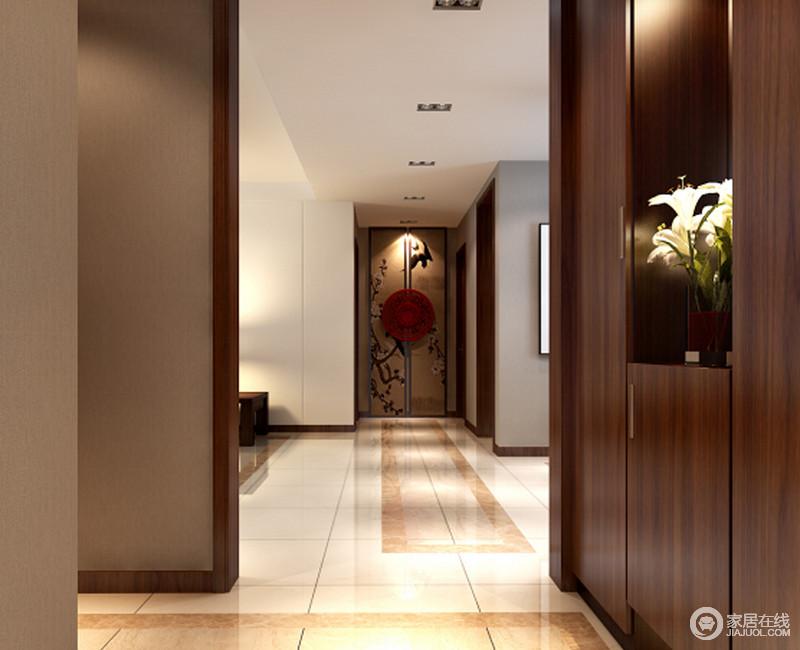 走廊尽头以中式中间镶嵌圆盘的花卉屏风样式打造,形成点睛之笔.图片