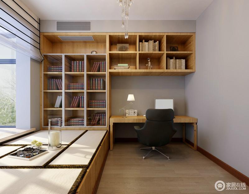 使空间拥有了悠然闲适的环境;榻榻米连接l型格子书柜,同时简洁的书桌图片