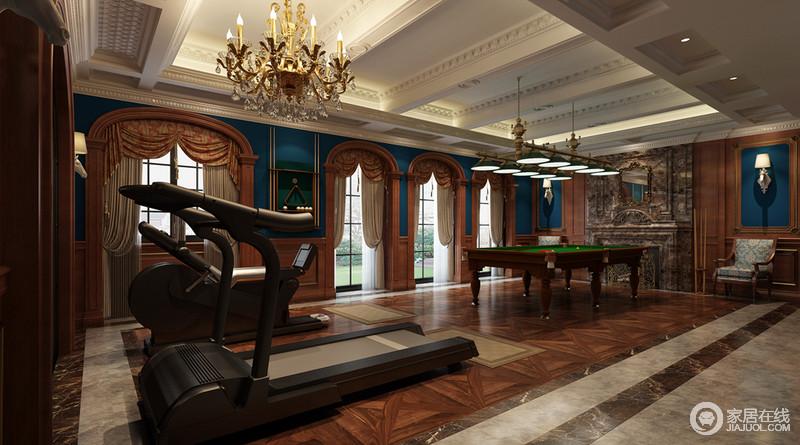 方形石柱并没有做隐藏处理,和褐木拱形窗户是空间中最经典的设计,双层图片
