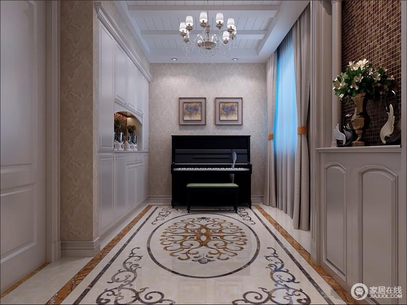装修图库 走廊 欧式 玄关入户左侧端景处置放了钢琴乐器,使一隅充满了