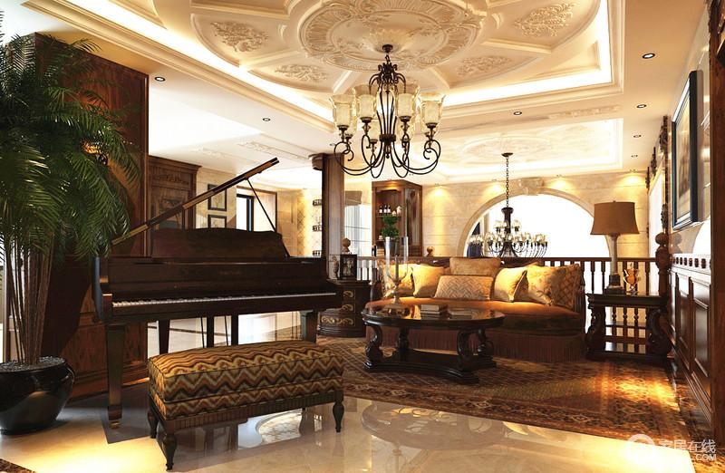 一桌一坐一曲,让这个开放式的宾馆间变得棕色满满,黄音乐波纹坐榻与钢情趣情趣图片图片