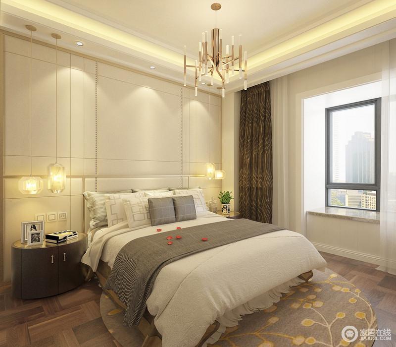 一层的卧室里,米黄色背景与床头落地吊灯及灯带,带来和煦暖光,令空间