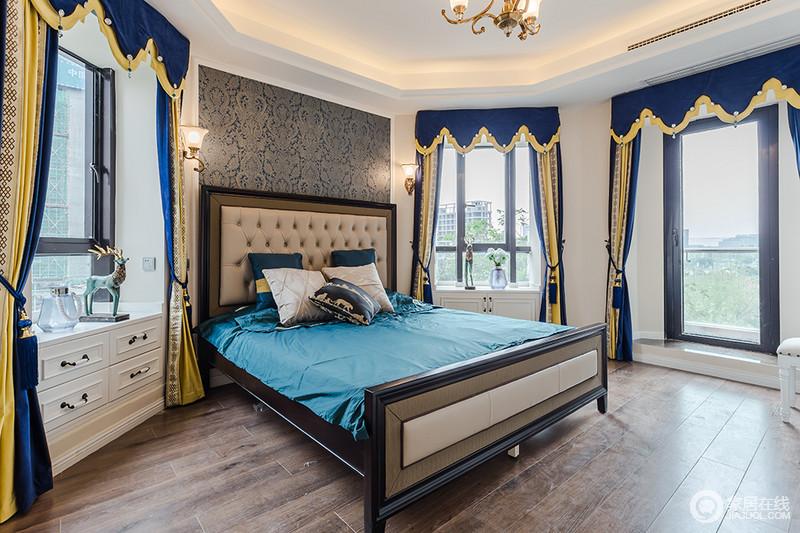 灰色浮雕壁纸的欧式沉稳,与简欧的家具构成一体,颇为温馨;飘窗巧妙地