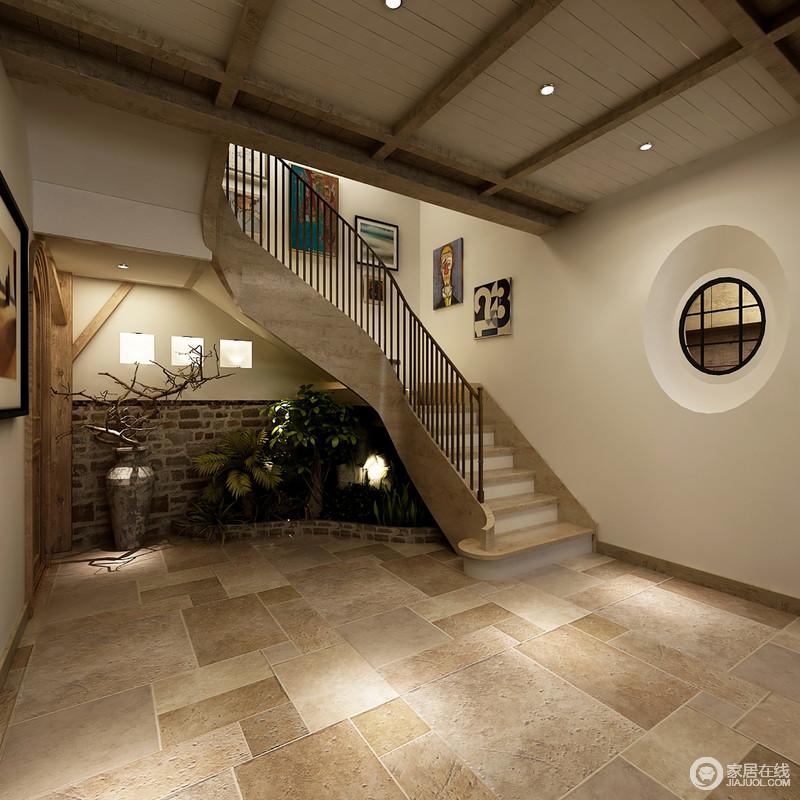 通往二层的楼梯口,设计师注重细节上的打造;楼梯下方区域,利用粗糙
