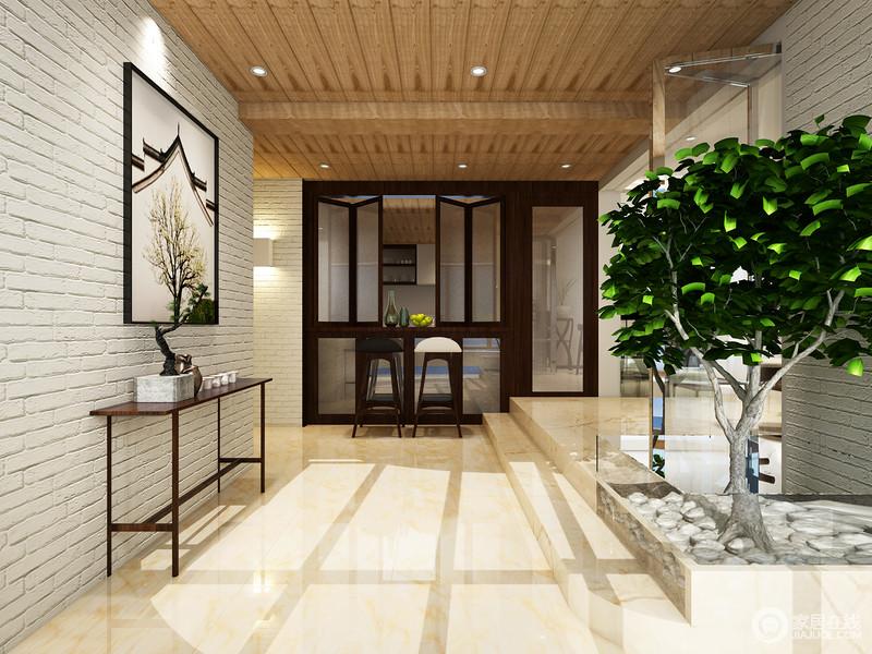 根据中式设计讲究的山水造景,设计师利用大理石地砖和