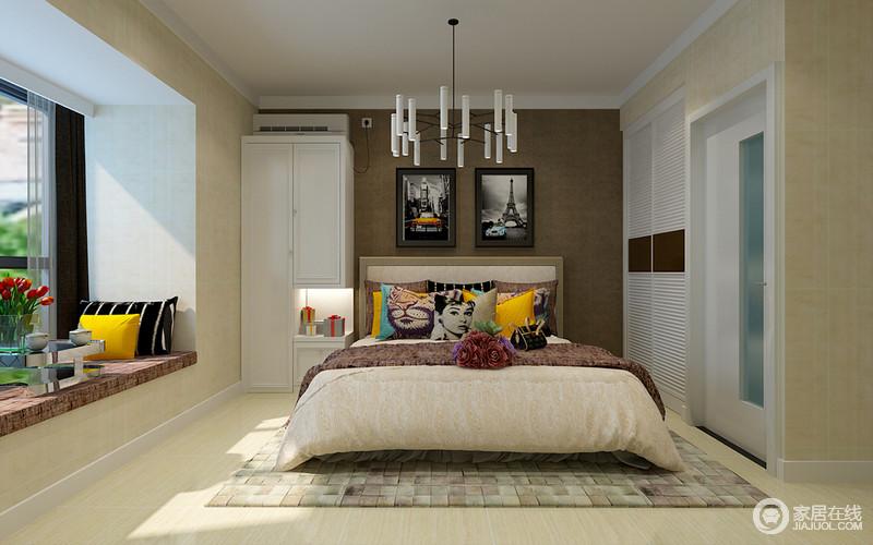百叶门衣柜内嵌墙体,只在床头设计了小的立体柜,用于床头摆放和收纳.图片