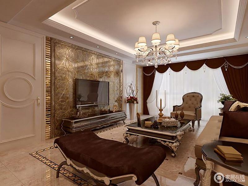 简约欧式风格的装修更注重庄奢华,棕褐色的基调,与罗马帘及欧式家具