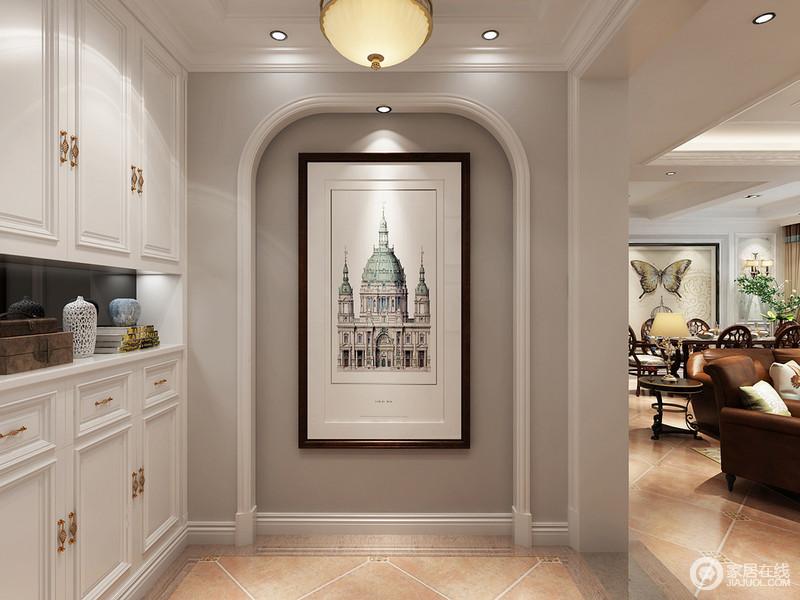 玄关原始位置是客卫生间门口,设计师巧妙的改成端景墙