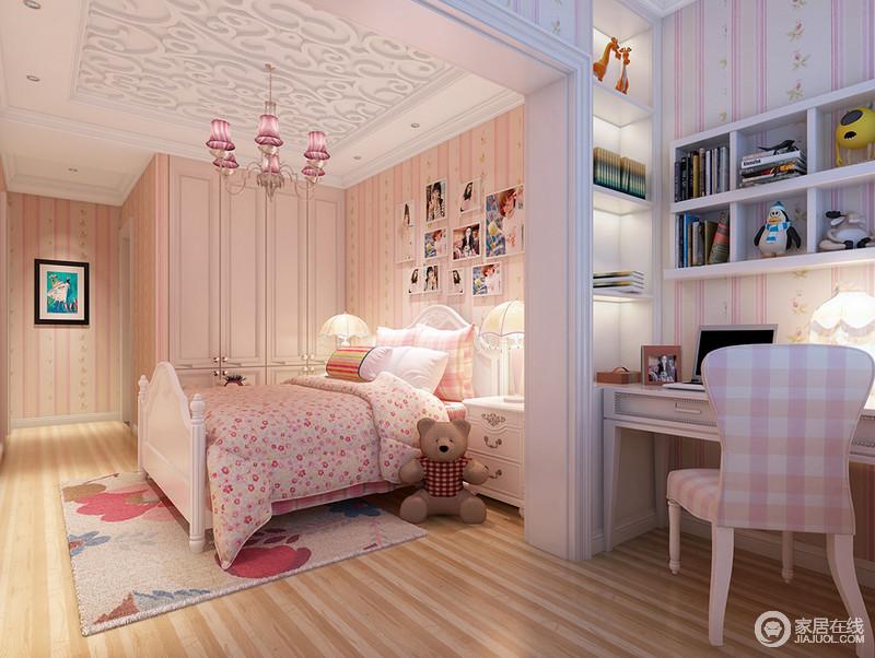 儿童房空间面积较为宽敞,设计师巧妙的利用空间格局,打造出合理的空间