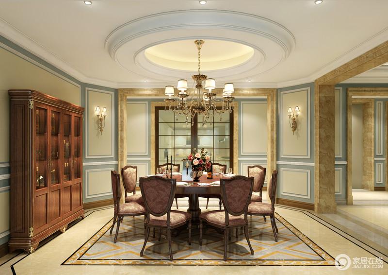 餐厅与客厅融洽衔接,圆弧形吊顶使得空间更加柔和,大圆桌足以容纳会客