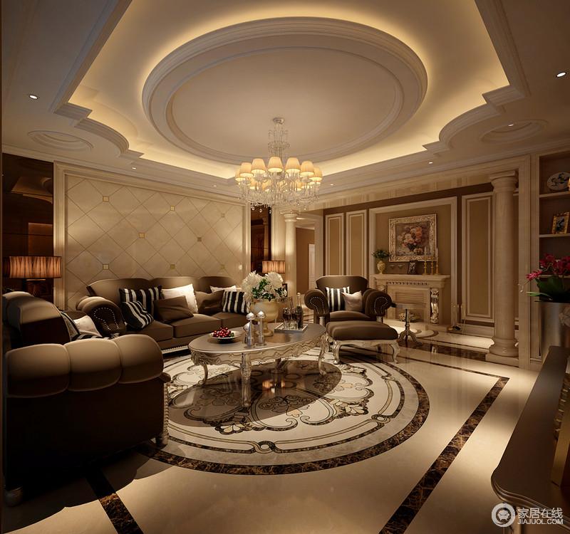 客厅的穹顶以圆形和花式吊顶造型,与地面圆形拼花相呼应,显出欧式豪华
