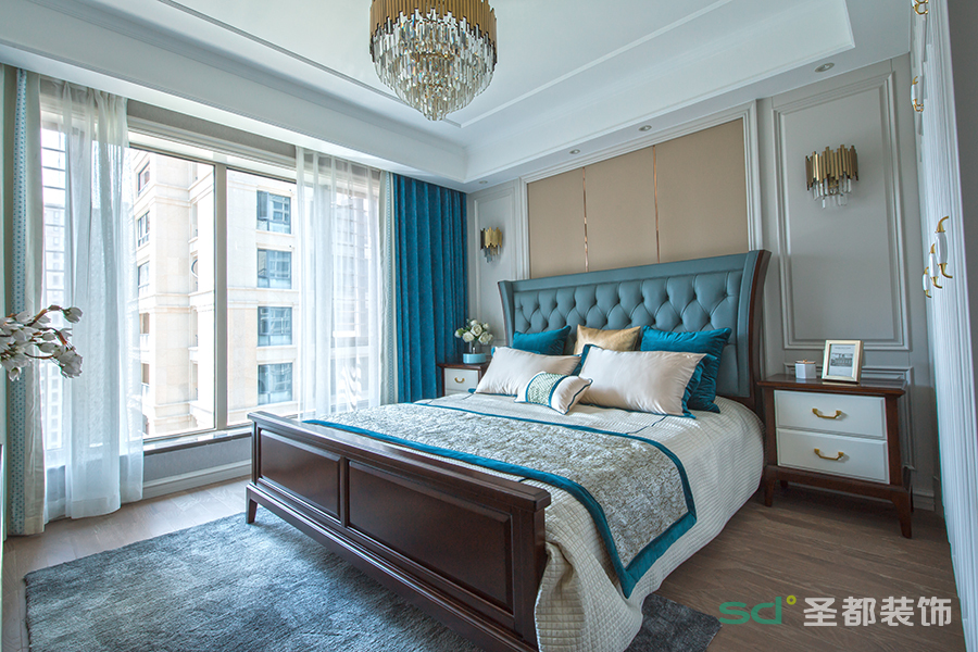 卧室的风格则是化繁为简,大方却不失品质。