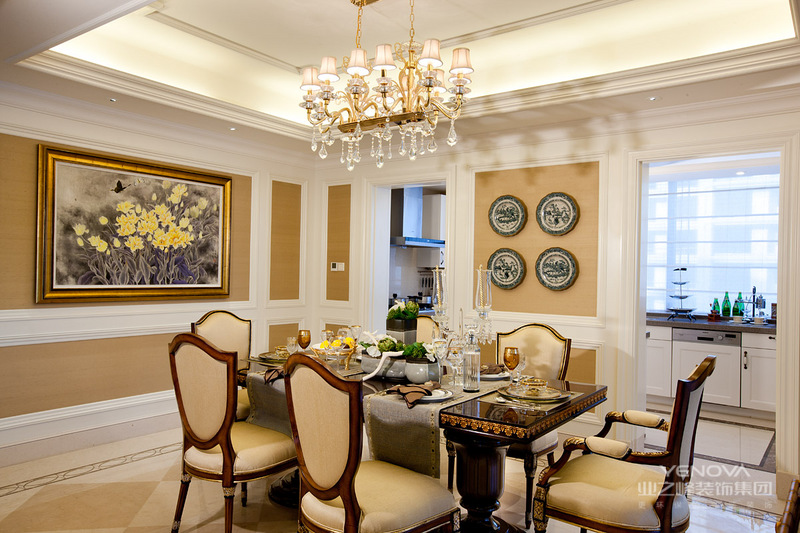是在美式风格设计中,却极为注重其历史的内涵与文化的底蕴。不管是在其整体装修上,还是细节的处理上,都追求寻找一种古旧的文化感。在美式风格的软装上,常采用仿古艺术品作为点缀;而在地板的装修上,则常使用仿古墙地砖;总体的装修上,多采用石材和木饰。总体而言,美式风格设计对于仿古工艺的要求是比较精湛的。