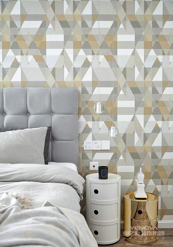 现代中式风格设计说明之空间布局对于现代中式风格的布局上来说,也沿用的传统的中式风格的布局理念。需要保持最大限度的利用好整体空间的采光、通风,其次的空间布局应该以房屋主人的生活习惯和个性需求来进行设计。对于整体空间的设计还需要与房间中的家具布置进行搭配,合理的运用室内的家具以及装饰性的工艺品可以得到一个更为合理的空间布局。