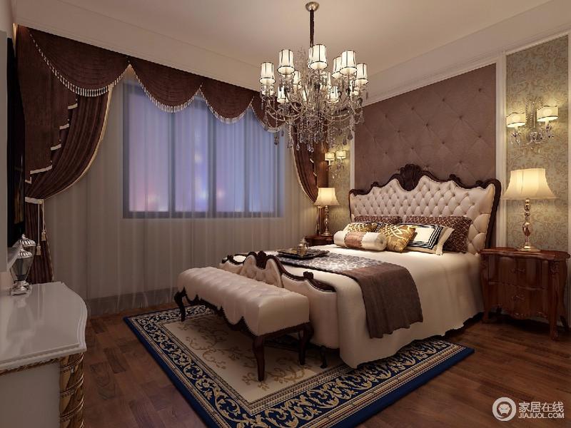 卧室是休息的场所,整个房间以成熟的色彩为基调,搭配华丽的吊灯,家具错落有致的摆放,整个空间突出格调和气质。