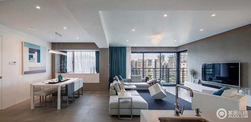 客餐厅开放式的结构带来现代感,整个空间以白色和深灰色为主,营造素静;餐厅与客厅动线分割,不失互动性;墙体被粉刷成灰色,与白色嵌入式收纳柜以对比尽显实用,而蓝色窗帘增添优雅;白色餐桌旁金属底座的黑白方椅彰显大气,浅蓝色条状挂画的抽象更富艺术感。
