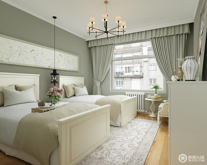 儿童房粉刷了灰青色涂料,搭配同色系窗帘,含蓄之中不失森系大气;两个单人床满足两个宝宝的日常使用,美式家具搭配素色地毯,更是为空间添置了不少格调。