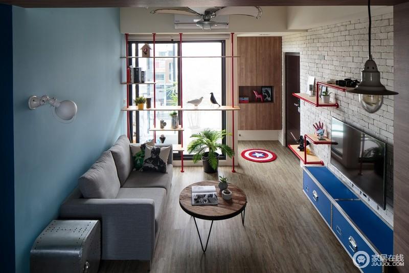 舒适的感觉是天蓝色的墙,白色的砖和自然的阳光。