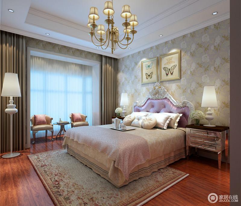 一点点的紫色和粉色,就能营造出女孩子房间的梦幻情致;铺满墙面的壁纸花卉,蕴含着轻盈绵软,灼灼其华的呼应着床品及地毯上的花纹,风姿悠然的使空间覆上一层馨香,携带着端丽的光华,舒暖而返璞的溢满锦丽自然的气息。