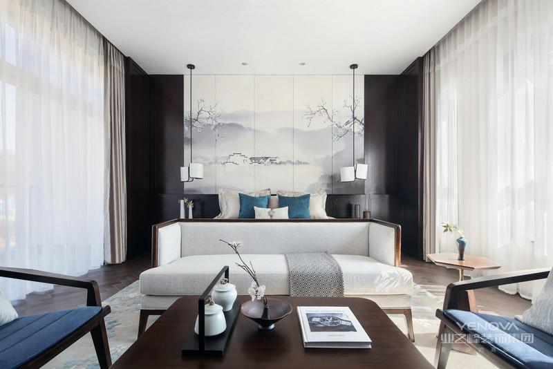 中式风格的设计不同于现代风格的简约型设计,其体现出了中国传统的古典艺术韵味,得到一个富有中国古典情调的艺术空间。虽然现在的年轻人更崇尚于简约型的现代感的设计形式,但是也有许多人对古典的中式风格非常青睐。