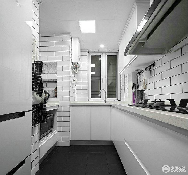 L型厨房容易整理!特别是瓶瓶罐罐的收纳,让家庭主妇才能体会,一个收纳性厨房的重要性。