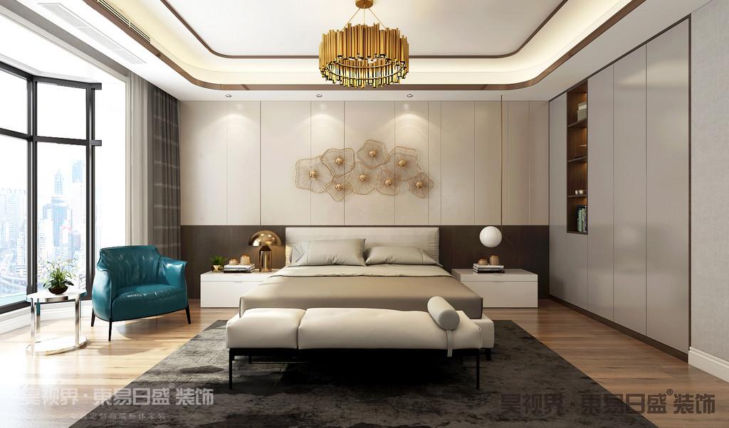 卧室没有繁复的造型和线条,简简单单,营造一个放松而舒适的睡眠环境。不需要浮夸的样式,只余下静谧宁静。