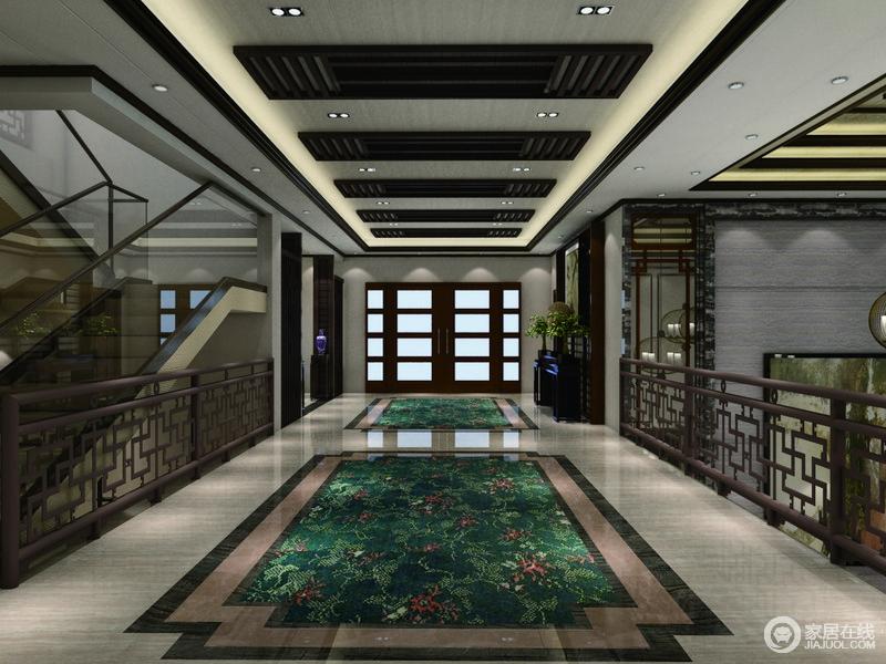 简单大气的地砖加上中式元素的波打线,经典的中式吊顶搭配上走廊部分的网格,划分有序。