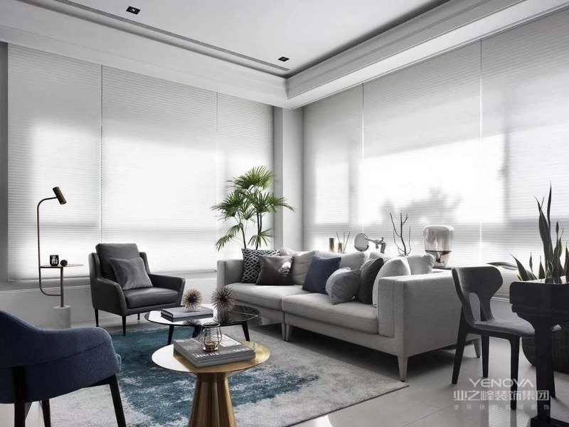 墙壁、家具一律从简,尽可能不用那些多余复杂的装饰,任何复杂的设计以及没有实用价值的部都摈弃,因为这不仅会增加装修造价,而且没有什么实用功能,室内的家居和日月品多以直线为主,玻璃金属也被大量使用。
