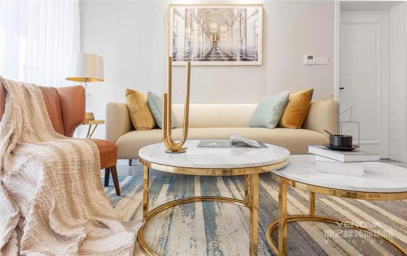现代简约风格在空间的设计上强调的是室内空间开阔的理念,是在中小户型中经常采用的设计风格。这样的设计风格没有过多的装饰物,主要以简单的线条和装饰简洁的造型来体现出现代简约型的设计。