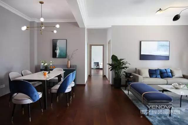 屋主一直跟新设计师与屋主沟通后的设计方案 普鲁士蓝+高级灰为主调的设计设计师吐槽某一家设计公司的方案,怎么着也是海景房,这个颜值可对不起它的位置