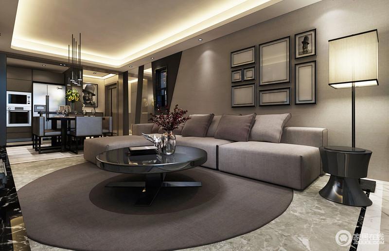 整体空间开放式的设计带来现代感,从餐厅定制得储物柜到电器化配置,足以让家科技范儿;沙发背景墙悬挂得黑白简画以留白的方式突出空间的色调和谐,餐椅的矩形设计与餐具的圆形演绎方圆艺术,中性色的布艺沙发、圆毯搭配出内敛却沉稳的格调,就连落地灯与边几组合出现代庄重,让生活更为舒适。
