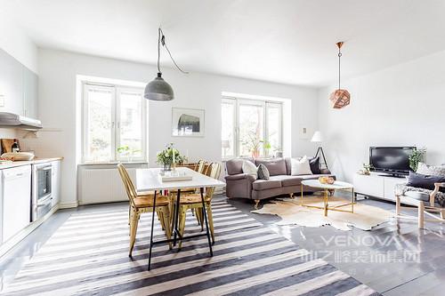白墙环绕,灰色的厨柜,灰色和白色之间是主要生活空间