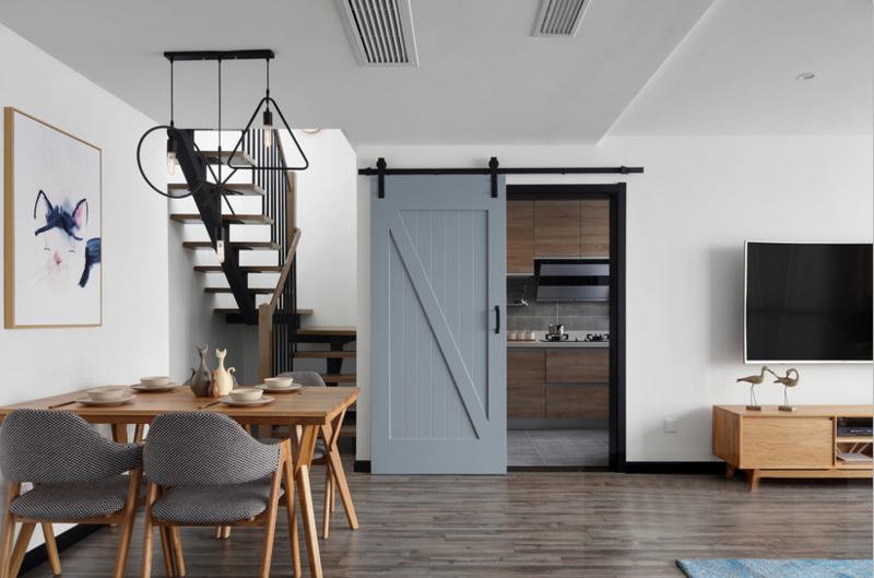厨房采用吊樘门,节省空间,也比较有情调