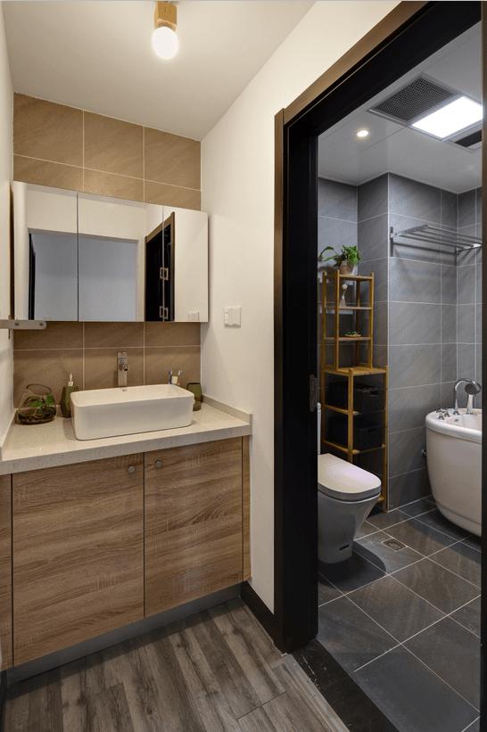 干区定制的洗面池的台面,打理的时候比较方便,墙面也没有贴砖,感觉没有必要