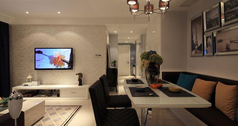 客厅形塑现代极简风格,使用壁布佐以投射光源营造情境,利落不失实用功能。  白色电视主墙饰以简单的沟缝线条做造型变化,下方结合白色矮柜,形成舒适的视觉美感。