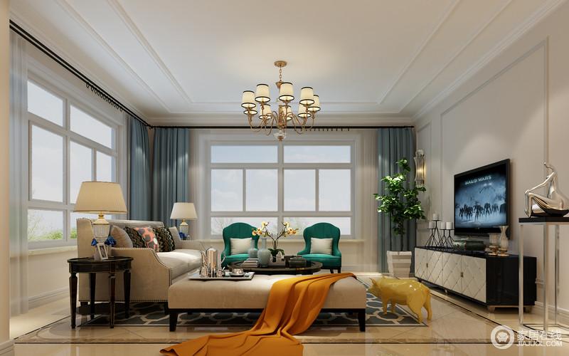 空间以米色或者白色为主,力求营造一个和静的生活氛围,蓝色窗帘巧妙地搭配出现代优雅;而驼色沙发组合的大气沉稳因为绿色扶手椅和橙色毛毯,多了色彩魔力,让平静的空间多了色彩动感;黑白组合的电视柜以现代古典设计与金属博古架、美式圆几等凝结出多变的艺术,让生活更为多趣。