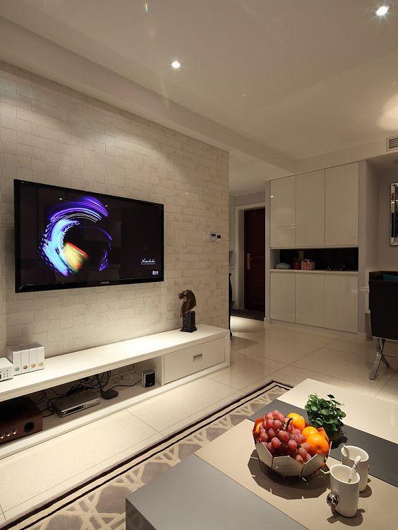 客厅在家庭空间中的占地面积是最大的,也是家庭居住的核心区域,是最能体现装修风格的区域。客厅的特点是面积大,空间开放性高。明确客厅风格是非常重要的,如果连客厅都表达不出家庭装修风格,那这样的家庭装修绝对是失败的。