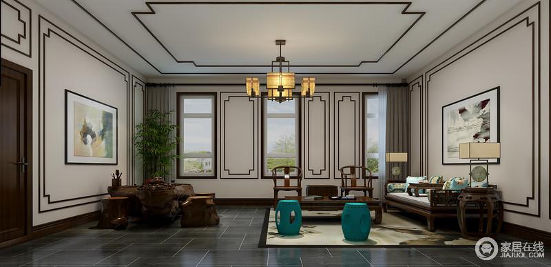 休闲室为中式风格,虽然整体空间的线条感极为整洁,但是设计师以褐木条装裱出新中式的轻稳和朴素,并展现了线条之美;灰色仿旧砖 铺贴的地面多了中式古朴,与明清时期的实木中式尽显年代感,花卉靠垫与红色坐凳给予空间色彩的同时,与水墨画张扬着中式清幽,可谓沉稳中蕴藏优雅。