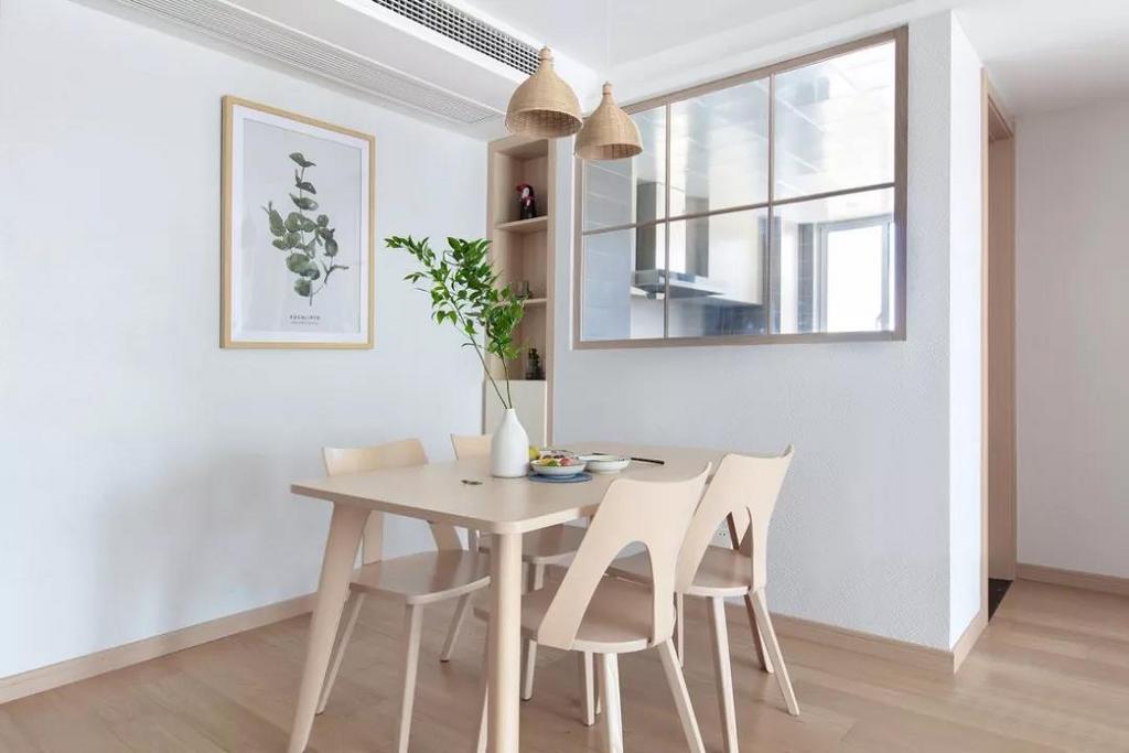 餐厅将最贴近自然的木质餐桌椅与清新的绿植应用其中,带来自然舒适的格调。